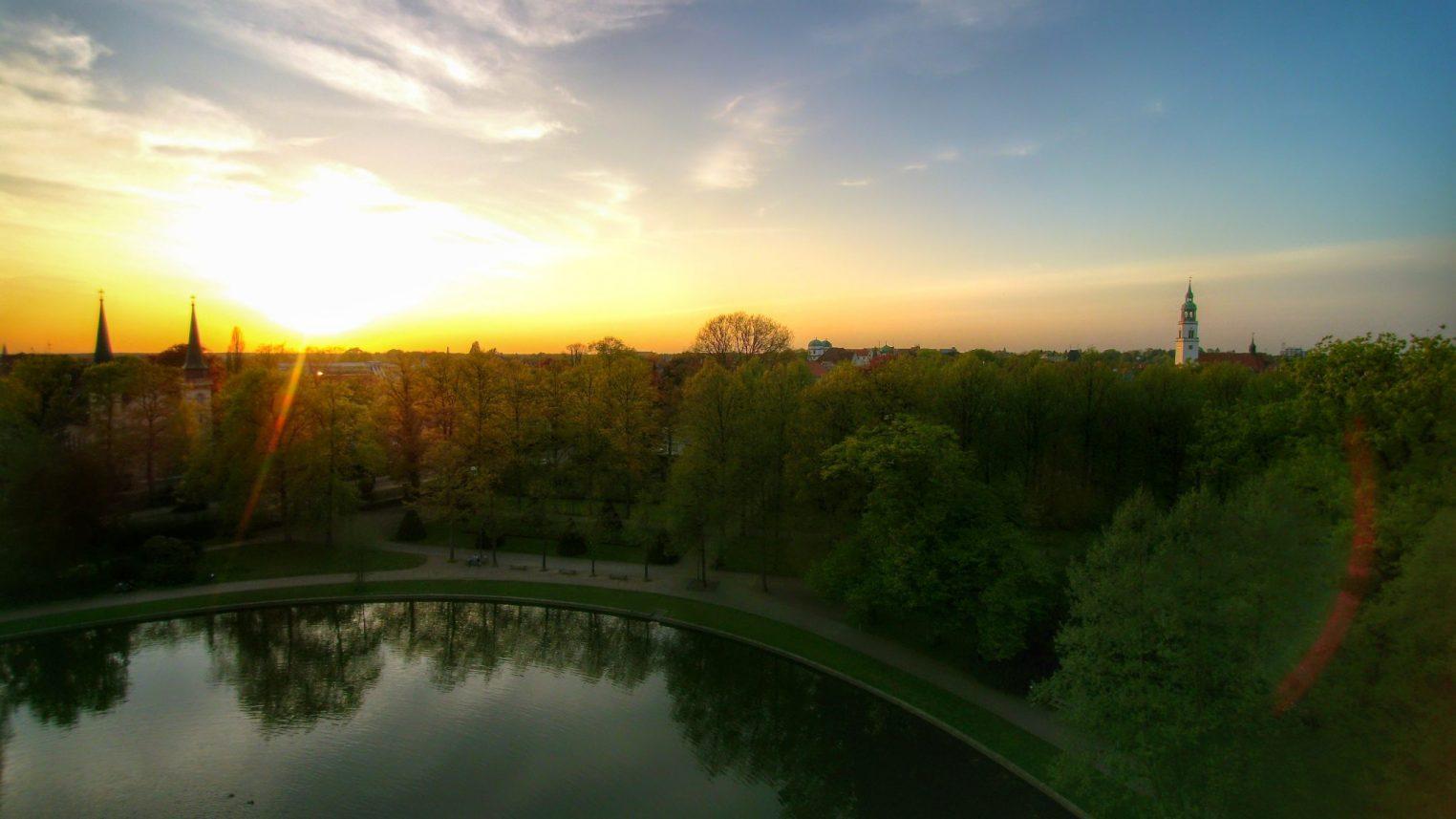 Französicher Garten Celle mit Sonnenuntergang – Cellevonoben (1)