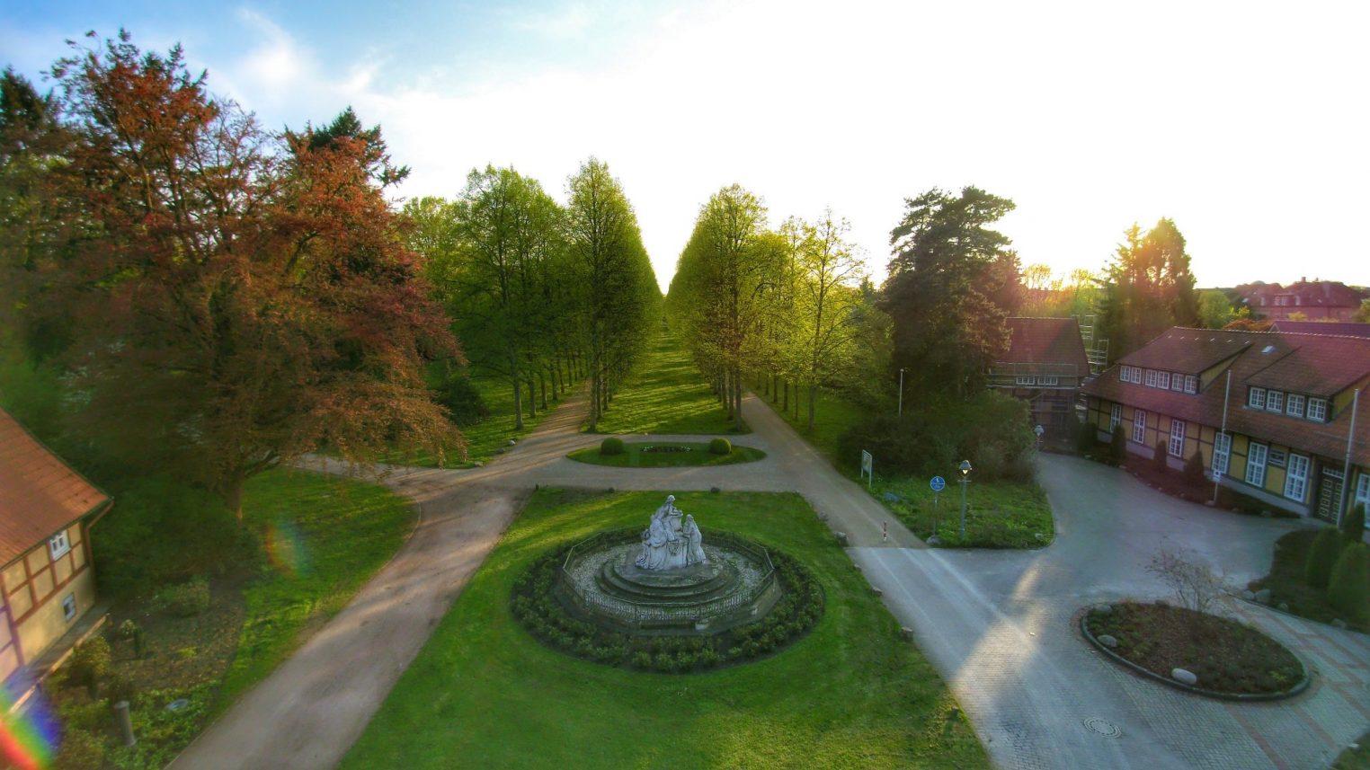 Französicher Garten Celle mit Sonnenuntergang – Cellevonoben