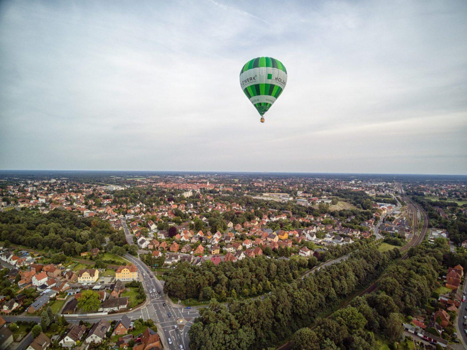 Holzwerk Ballon über Celle