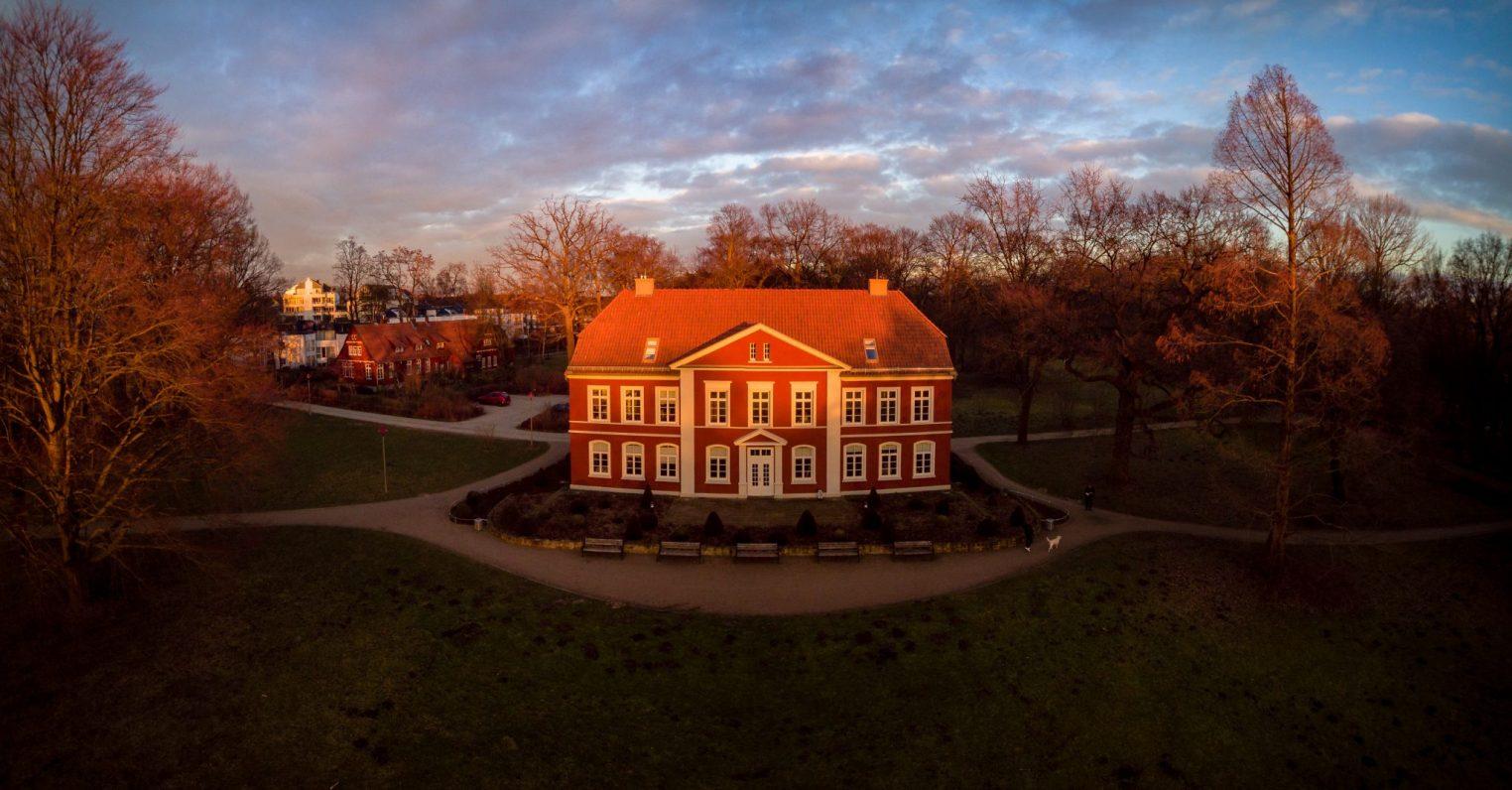 Albrecht Thear Haus im Sonnenuntergang
