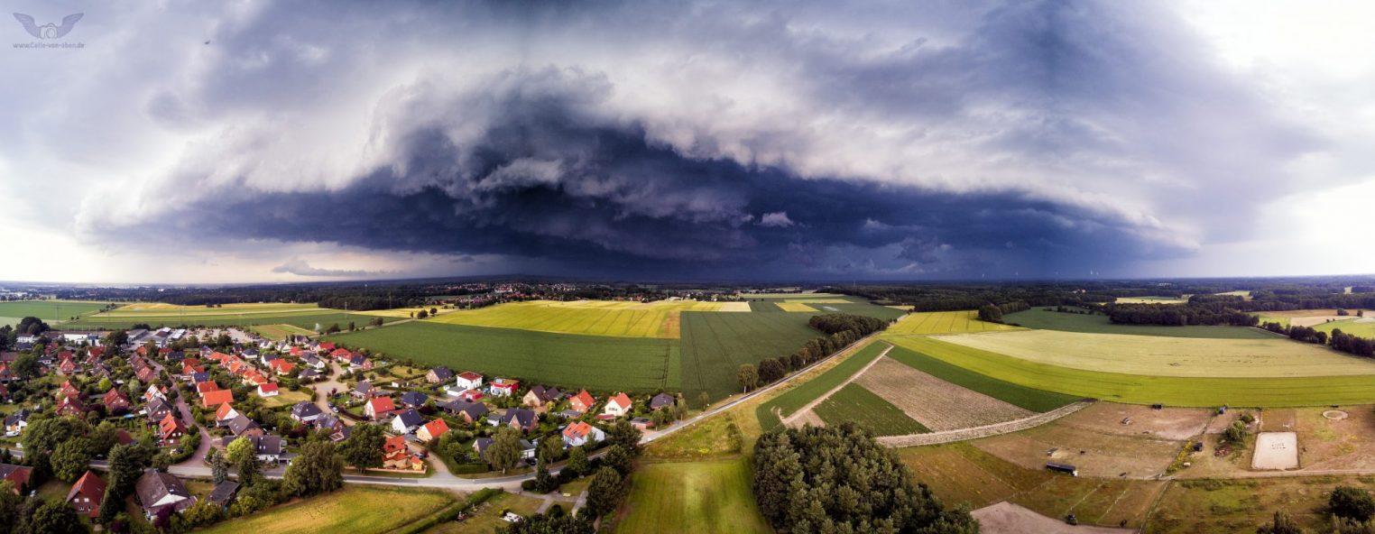 Unwetter über Bostel – Sturm naht – Luftaufnahme